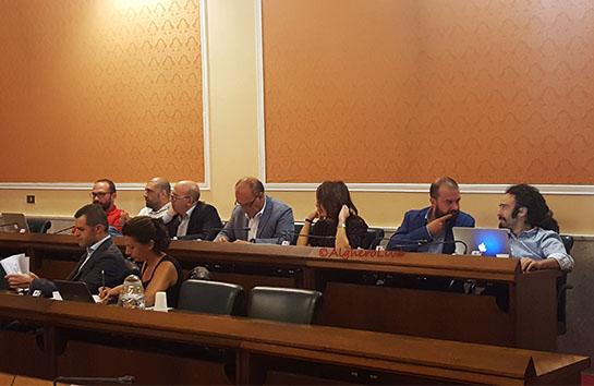 Salta la Commissione Bilancio, opposizione compatta: la misura è davvero colma