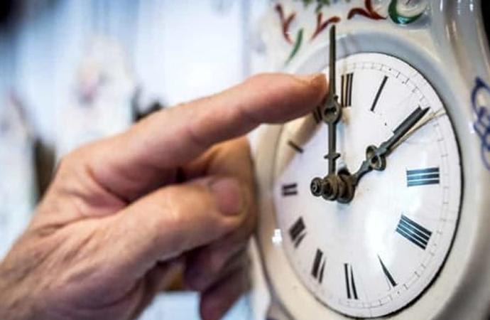 Stanotte ritorna l'ora solare, lancette indietro di 60minuti, sarà l'ultima volta?