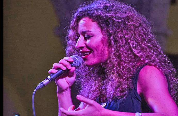 """Yasmin Bradi al suo primo disco, verrà presentato  al Festival de Cançό """"Barnasants"""" di Barcellona."""