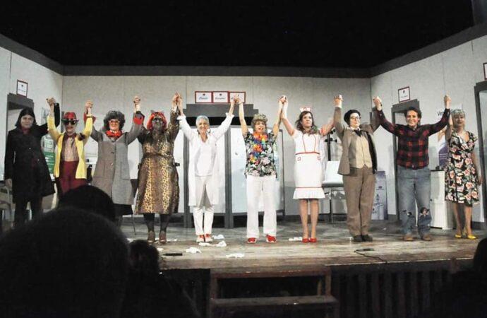 """La Compagnia delle Donne a Sennori con la commedia in sardo """"Su Parente Americanu"""""""