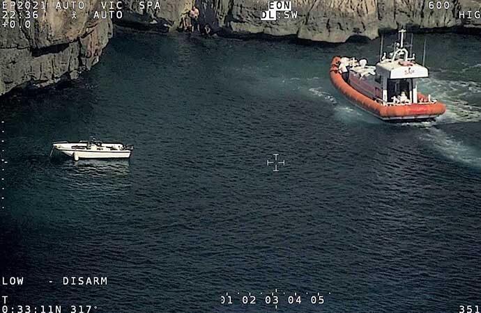 Pesca illegale nella riserva integrale dell'Amp di Capo Caccia-Isola Piana, intervento della Guardia Costiera