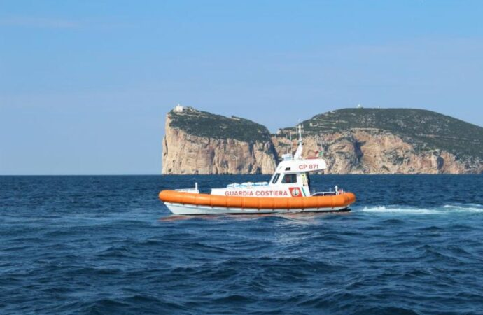 Guardia Costiera di Alghero trae in salvo due velisti alla Maddalenetta